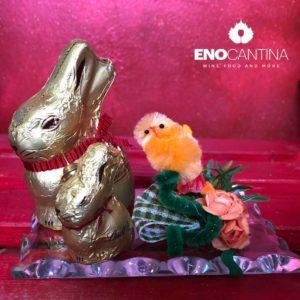 Piattino in vetro decorato con coniglietti Lindt.
